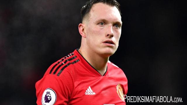 Manchester United Relakan Phil Jones Untuk Pergi