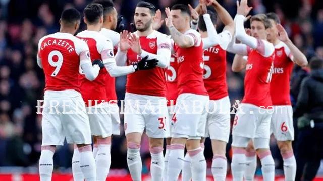 Arsenal Masi Mencari Bek Baru