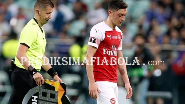 Mesut Ozil Tidak Berarti Dalam Pertandingan Arsenal vs Liverpool